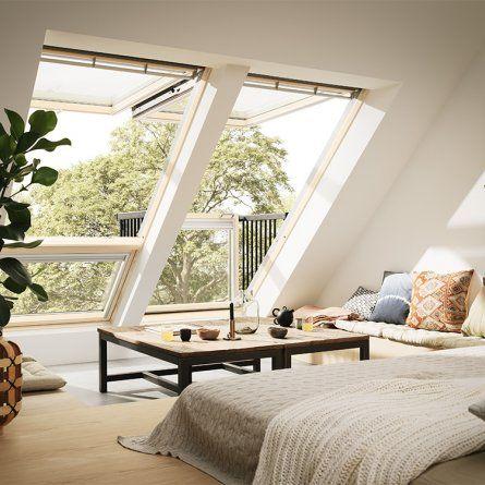 Tout projet d'aménagement de combles implique de se poser la question : comment amener de la lumière dans cet espace aveugle et situé sous les toits ? Car même si les vieux greniers ont souvent quelque petite lucarne pour éviter la totale obscurité, cela ne suffira jamais à fournir la lumière nécessaire au confort d'un espace à vivre. Au premier rang des travaux nécessaires, l'installation d'une fenêtre de toit est donc une étape incontournable dans un tel projet. Modèles, dimensions…