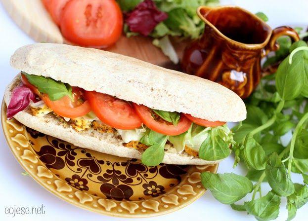 Obiadowa kanapka w stylu śródziemnomorskim (