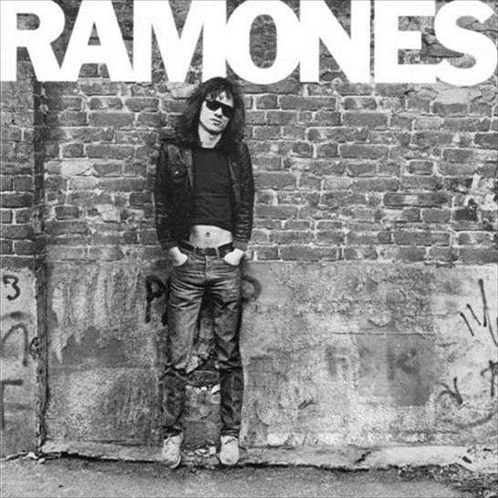 La cover dell'album omonimo del punk band neworkese, epurata dei membri trapassati... o per vederla in maniera positiva, con il solo Tommy Ramone