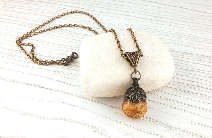 """Collier """"chêne """"chaine bronze (50cm) avec perle de verre soufflé au chalumeau Ambre : Collier par auverredoz"""