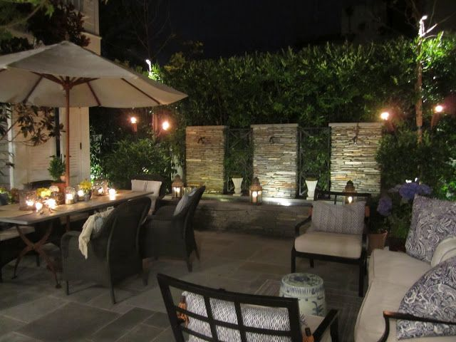 Loving this backyard. Great idea for a small backyard like at Mom & Dads