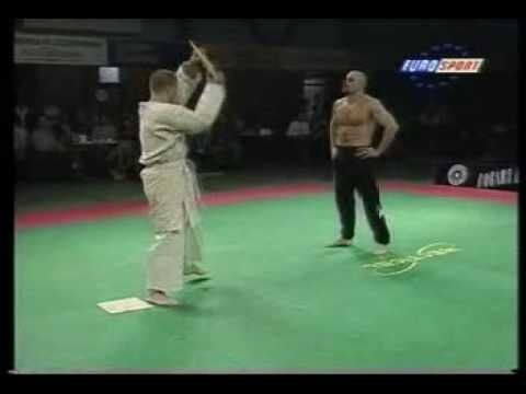 This is from a Martial Arts galla in Holland in 1995. Bas Rutten and a TKD exponent (Joris Boon - not sure how he spells it....)showing the lighter side of m...