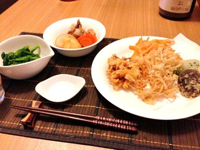 今日は和食です。野菜ばっかりで夫はちょっと物足りないかも꒰。・ω・`;꒱*:・ - 38件のもぐもぐ - 野菜の天ぷら、肉じゃが、菜の花のからし和え by ウサコ