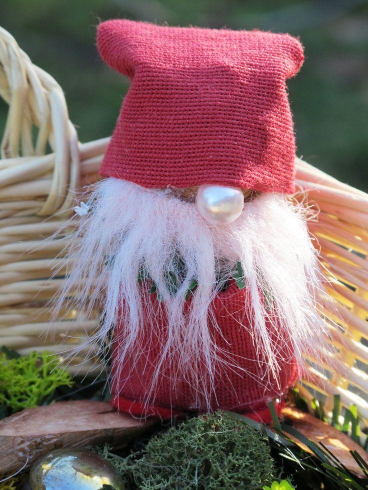 christmas decoration in a basket (karácsonymanó - dekoráció fonott kosárban)