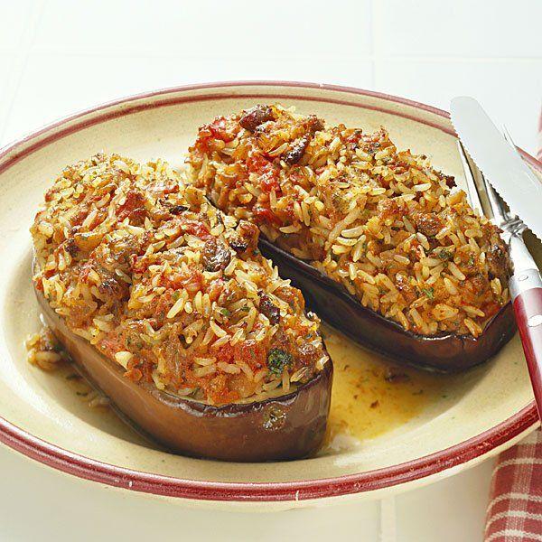 La receta de berenjenas rellenas de arroz y verduras es sencilla, rápida y económica. Un plato vegetariano muy completo para los niños.