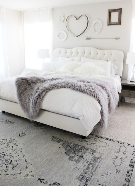 Pretty and cozy white bedroom with grey shades rug and fluffy bed cover @pattonmelo