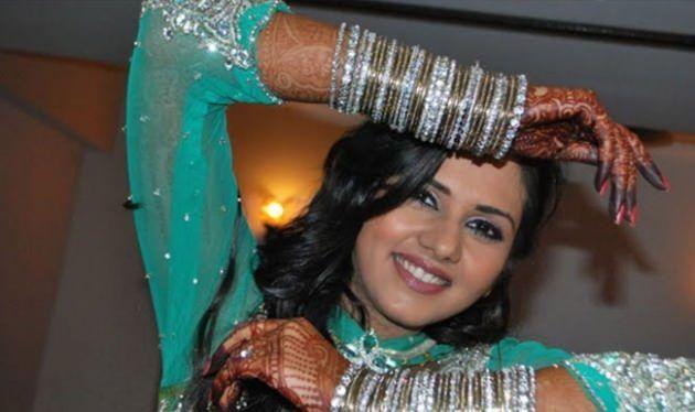 Daljeet Kaur Bhanot-  Doğum: 15 Kasım 1982 (33 yaşında), Ludhiana, Hindistan Eşi: Shaleen Bhanot (e. 2009) Evlendiği Yer: Jabalpur, Hindistan Filmler ve TV şovları: Is Pyaar Ko Kya Naam Doon?