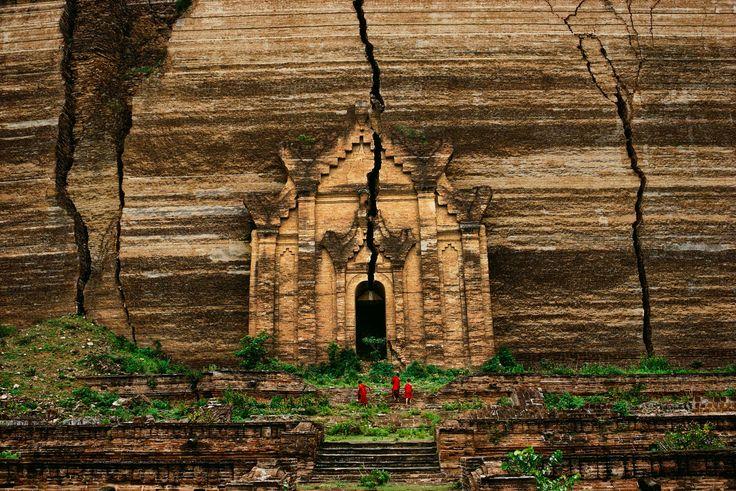 Upstairs, Downstairs | Steve McCurry - Burma
