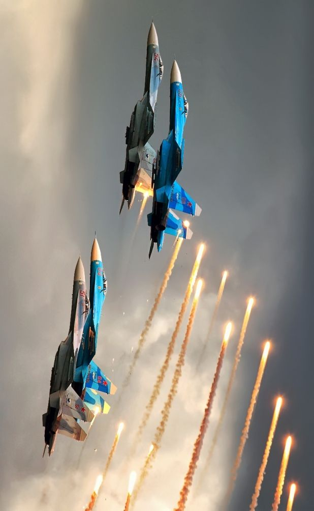 Su-27 formation releasing flares
