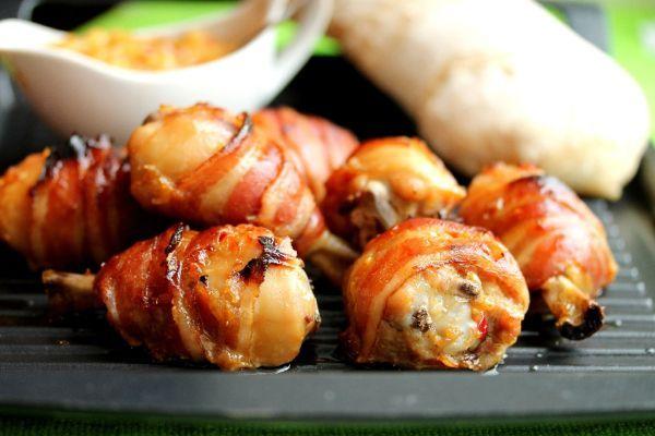 Kuracie stehná v slanine - Recept pre každého kuchára, množstvo receptov pre pečenie a varenie. Recepty pre chutný život. Slovenské jedlá a medzinárodná kuchyňa