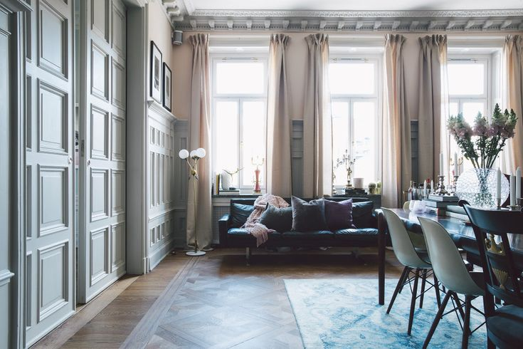 I den här eleganta våningen borgrundarna till stenungsbageriet Fabrique, Charlotte och David Zetterström och de här bildernaåker rakt in i min drö