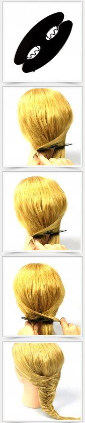 Trenzador espiga Separa el pelo en dos partes iguales, una cada lado del trenzador.  Toma una parte pequeña de un lado, crúzala y ponla en la parte interna de la entrada contraria. Repite lo mismo alternando las entradas y el trenzador irá bajando a medida que se vaya formando la tenza. Al final verás que se formará una linda trenza espiga, amárrala al final con un elástico pequeño del tono de tu pelo.  Herringbone Braiding tool
