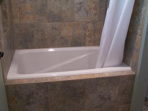 Right deep soaking tub for small bathroom bathroom for Deep soaking tubs for small bathrooms