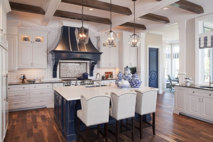 Love the navy & white! Pahlisch Homes built The Highland Couture house for NW Natural Street of Dreams, finishing it with Fashion Forward mouldings and interior doors from Metrie -- creating a transitional look to this beautiful home.