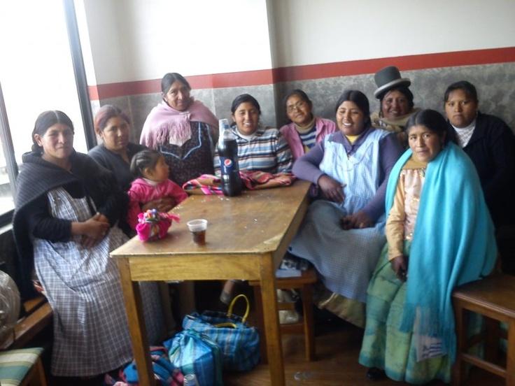 Alaxpacha Group. groupe de femmes à la Paz en Bolivie. Elles sont aidées par l'association de micro-credit Pro mujer. Le développement par le micro crédit solidaire.
