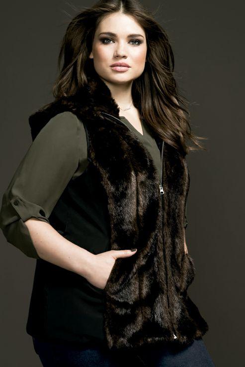 Couchel - Moda - El Corte Inglés. Curvy model Tara Lynn #plus size #vest #fur