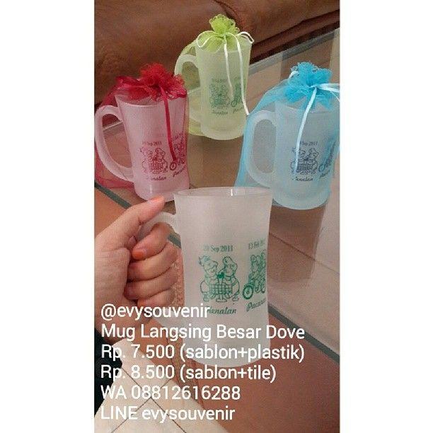 #souvenir Mug Langsing besar dengan kemasan kain tile (warna sablon dan kain tile bisa menyesuaikan permintaan)