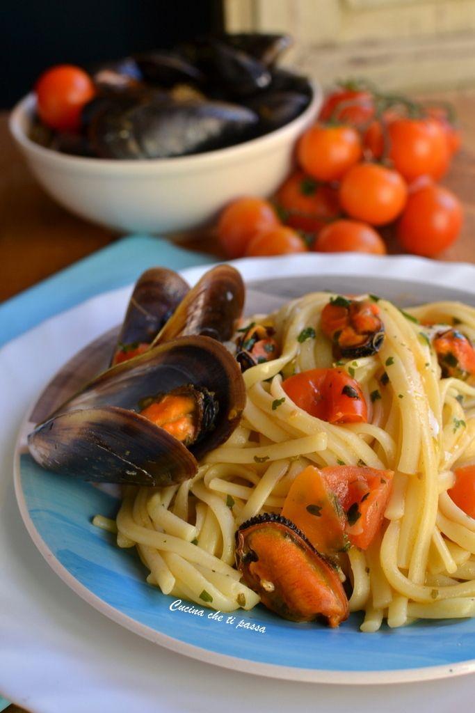Linguine con le cozze un primo piatto di mare irresistibile grazie al suo ricco sughetto, forse uno dei primi migliori d'Italia da realizzare in casa!