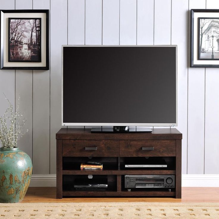 Designed with a Dark Walnut finish and Antique Bronze hardware, the Altra Westbrook 42-inch TV Stand is an elegant addition to your living room.