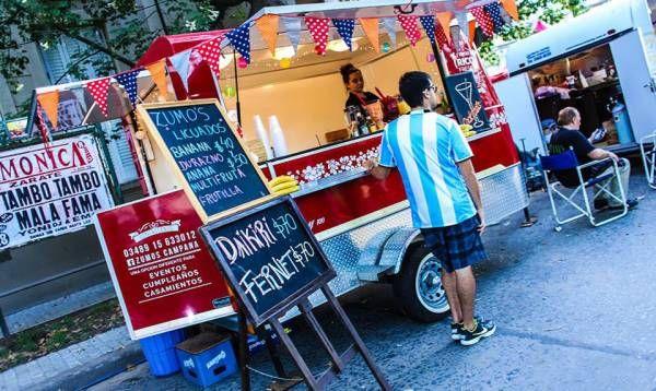 Este fin de semana la música y los food trucks regresan a la plaza Eduardo Costa