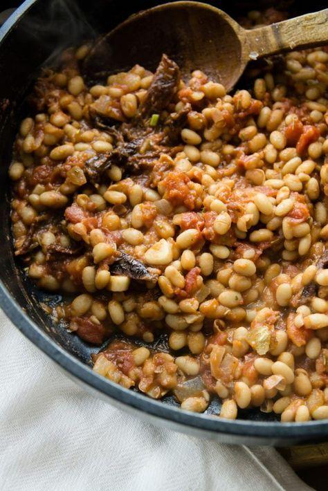 Ragù z białej fasoli, suszonych pomidorów i orzechów włoskich
