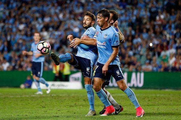 Milos Ninkovic Photos - Milos Ninkovic of Sydney FC controls the ball during the round 27 A-League match between Sydney FC and the Newcastle Jets at Allianz Stadium on April 15, 2017 in Sydney, Australia. - A-League Rd 27 - Sydney v Newcastle