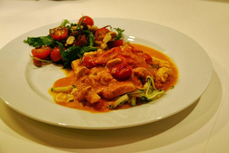 LCHF: Kylling i cremet karry-cherrytomat-sauce