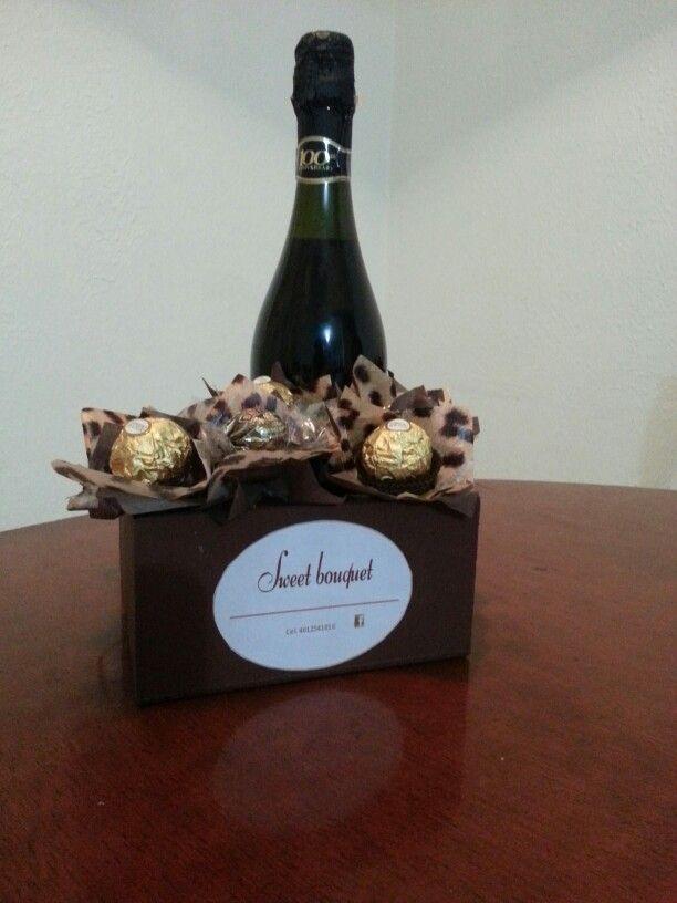 Animal print Chocolates Ferrero rocher , Baileys Botella Lambrusco Y Lata de ostiones ahumados Un detalle que sorprenderá