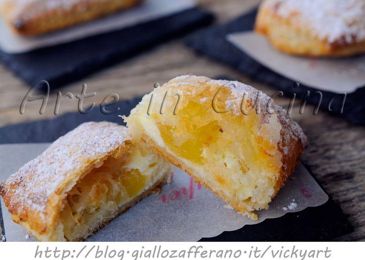 Sfogliatine di mele e ricotta ricetta dolce veloce, ricetta sfiziosa, dolcetti con pasta sfoglia, idea dolce dopo cena, merenda, colazione, dolci alla frutta
