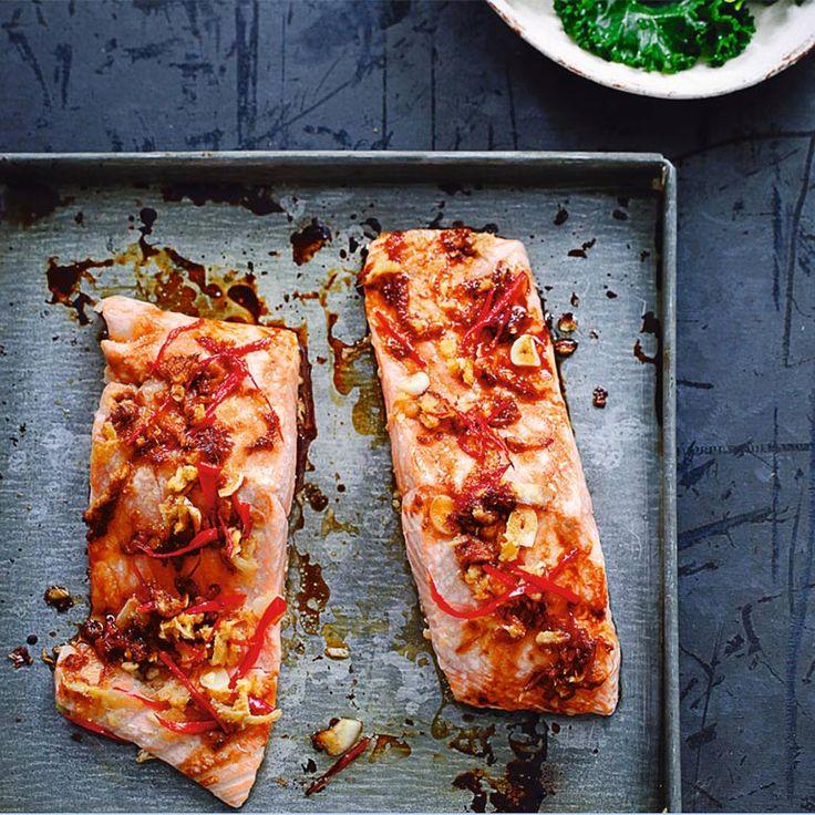 Dit eenvoudige en gemakkelijk te bereiden gerecht staat standaard op het menu van The Detox Kitchen. Door de zalm krijg je veel omega 3-vetzuren binnen die goed zijn voor het hart. Gember en knoflook bevatten...