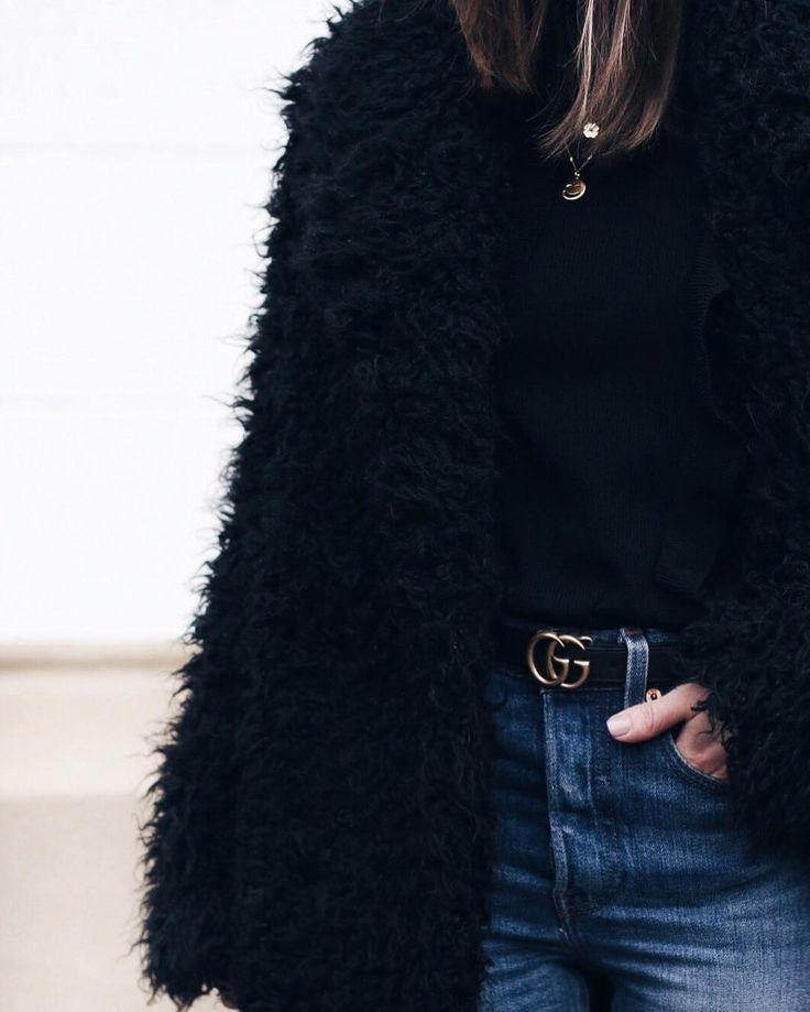 Gucci Gürtel und Fake Fur Mantel