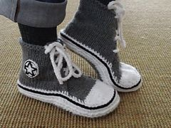 Converse, sneaker, high tops slippers  -  Ravelry: High Top Sneaker Slippers pattern by Sharon Elizabeth