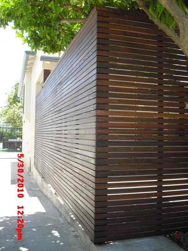 Horizontal fencing with no variegation but quarter inch gaps