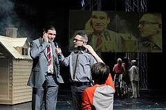 """Mark Ravenhills """"Wir sind die Guten"""" im Essener Grillo-Theater"""