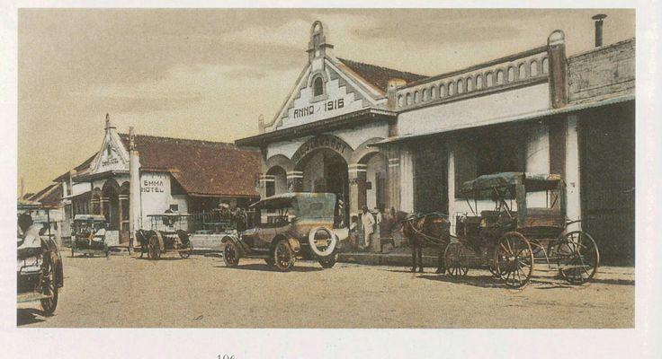 Het Emma Hotel (anno 1916) te Malang circa 1930.