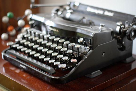 Me. ancienne machine à écrire