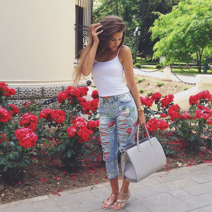Floral print #jeans for a modern #casual look. Available at www.famevogue.ro.  #outfit #ootd #style #fashion