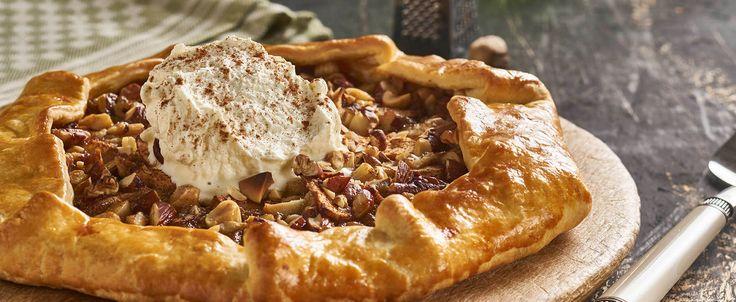 Appel galette met noten en gezouten karamel. Kijk voor meer recepten en verkrijgbaarheid op Tantefanny.nl. Tante Fanny, koelverse degen op rol.
