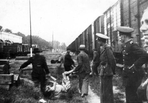 Jassy, Romania, Removing the corpses of Jews from a train, 03/07/1941...we can't forget them.