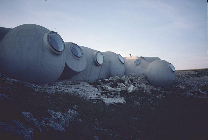 Antti Lovag, habitations, bureaux et laboratoires des astronomes du Cerga, observatoire du plateau de Calern, Alpes-Maritimes, 1974-1977. © Joël Unal
