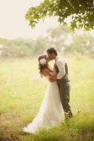 wedding picture poses    www.thealderhouseplantation.com  The Alder House Plantation  Greenville, SC weddings