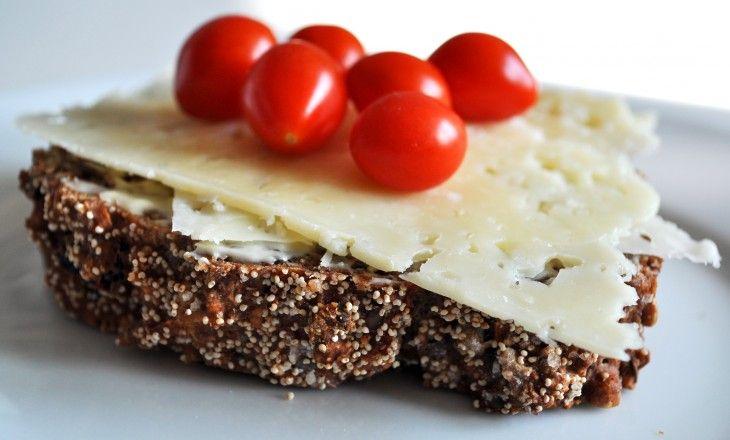 Ett hälsosamt och välsmakande frukostbröd till helgfrukosten - ingen jäsning, ingen knådning.