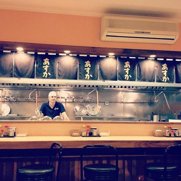 Restaurante Aska / R. Galvão Bueno, 466- Liberdade, São Paulo / O lamen é delicioso, mas se prepare para esperar uma mesa, é sempre lotado. Por @Débora Andreucci