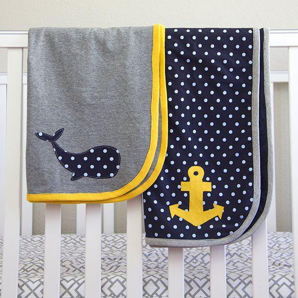 Une ancre sur une couverture pour bébé / Anchor on a blanket for baby