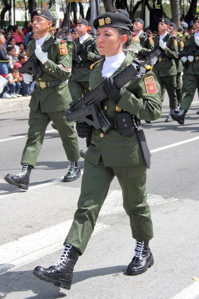 Mexican Female soldiers during a military parade   http://www.mexicanfoodnames.com/
