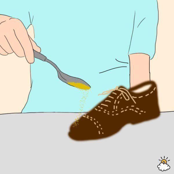 7-Harina de maíz para eliminar manchas de aceite. ¿Tienes un zapato de ante o piel y una gota de grasa ha caído en él? No te preocupes, actúa rápido y salvarás tu calzado. Echa  harina de maíz sobre la mancha y  absorberá la grasa. Después, sacude y cepilla disfrutando de zapatos limpios.
