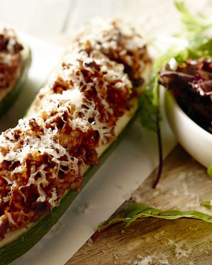 Heb je al een gevulde courgette gegeten? Waarschijnlijk wel... Maar gevuld met bulgur? We durven wedden van niet!