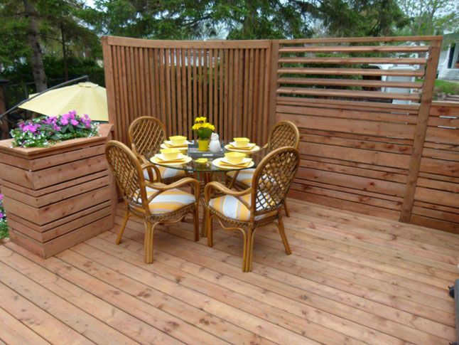 Terrasse intime en bois traité | Deck possible | CASA