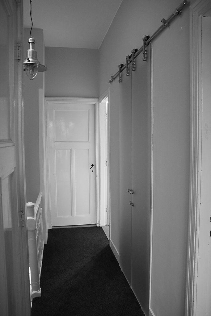 En suite geplaatste glazen schuifdeur Boris. Perfect voor een kleine overloop in combinatie met een kleine badkamer. Dubbele schuifdeur en suite vanaf  € 1.195,00