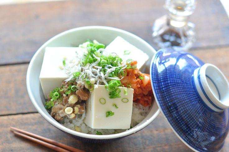 キムチ・納豆・卵、、なんでもありの絶品豆腐丼のレシピ